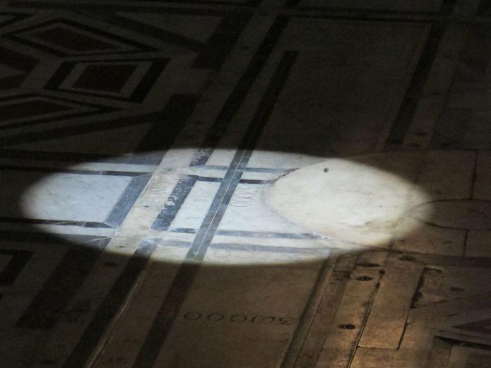 Duomo di Firenze: l'osservazione del passaggio del sole nella cattedrale