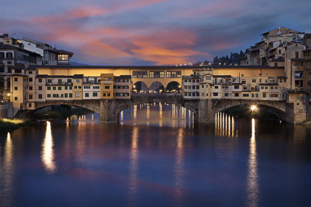 Visitare Firenze in due giorni - Ponte Vecchio al tramonto