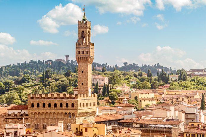 La torre di Arnolfo di Palazzo Vecchio a Firenze